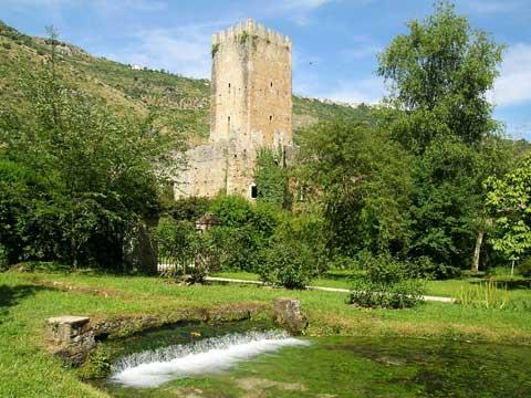 gita ai giardini di ninfa castello caetani a sermoneta e